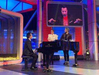 Durante la actuación del pianista Alberto de Paz en el programa de Canal Sur.